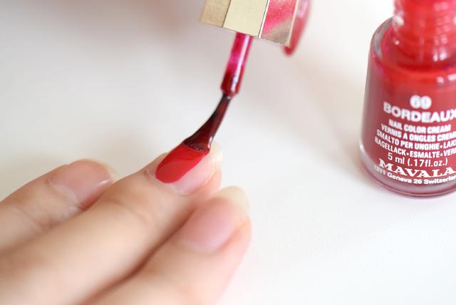 驚きの速乾性と、コシのあるブラシで簡単にキレイに塗れちゃう!